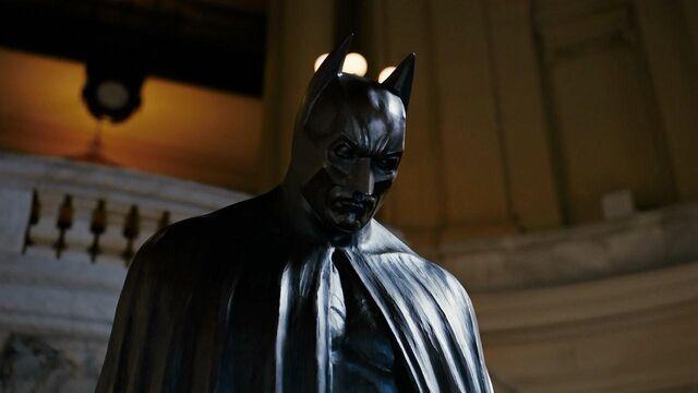 File:Batmanstatue TDKR.jpg