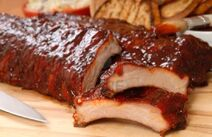 10607017-delicious-bbq-ribs-with-toasted-bread-cole-slaw-and-a-tangy-bbq-sause