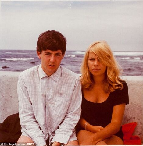 File:Paul in Tenerife with their old Bass play Stuart Sutcliffe's wife Astrid Kirchkerr.jpg