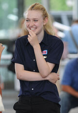 Dakota-Fanning-on-set-Very-Good-Girls-31-july-2012-dakota-fanning-31662124-411-594