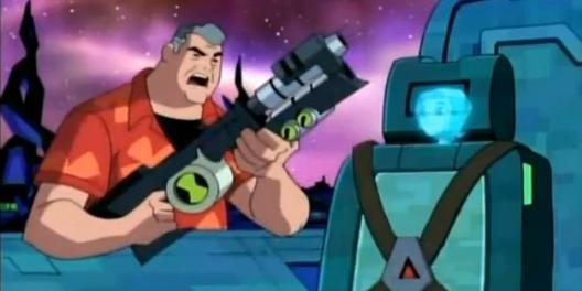 File:Max y una arma de plomero junto al holograma de gwen.png