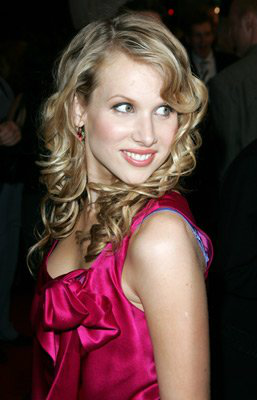 File:Lucy Punch.png