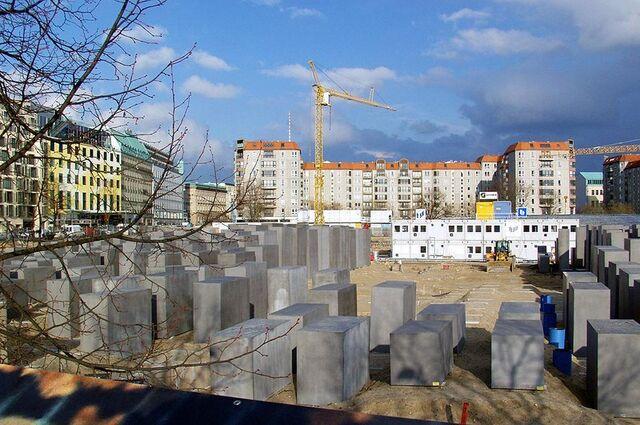 Datei:Holocaust-Denkmal im Bau 1.jpg