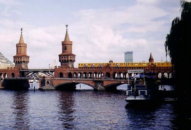 Datei:U-Bahn Oberbaum.jpg