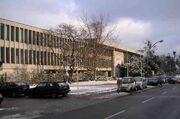 Freie Universität Berlin Henry-Ford-Bau im Winter 01-2005.jpg