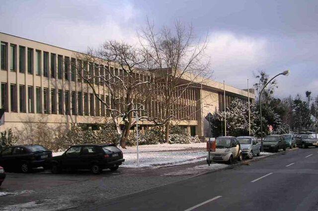 Datei:Freie Universität Berlin Henry-Ford-Bau im Winter 01-2005.jpg