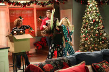 1x14 - The Girls of Christmas Past - Still8