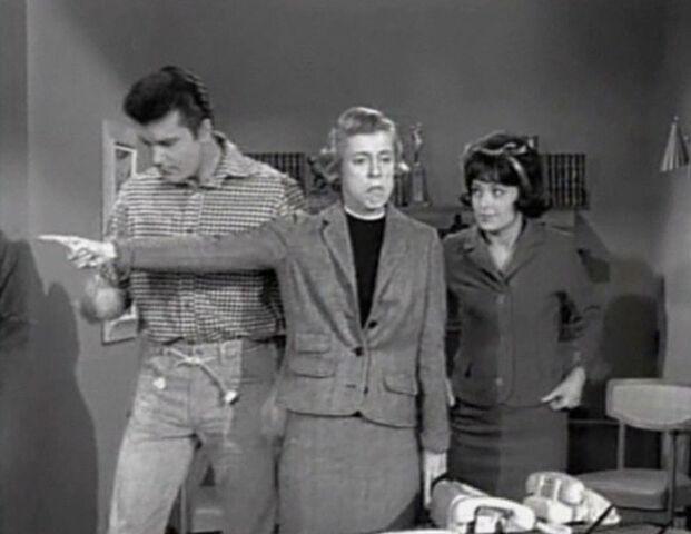 File:Max Baer Jr, Nancy Kulp and Sharon Tate in The Beverly Hillbillies, The Giant Jackrabbit episode.jpg