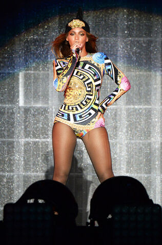 File:Beyonce on the run tour outfit1.jpg