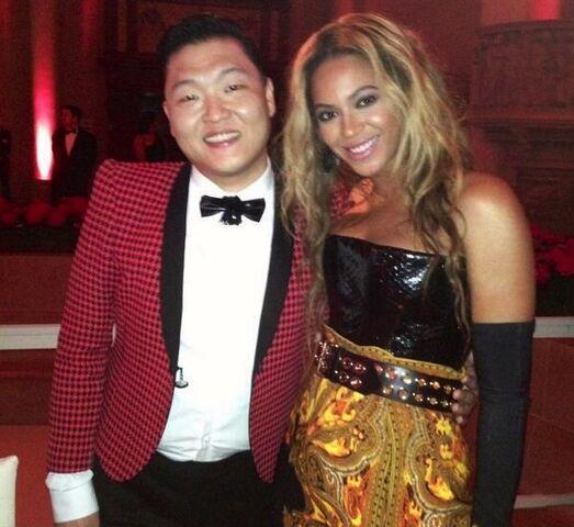 File:Beyonce MET Gala 2.jpg