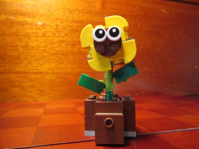 File:Mini-Lego-Sunny.JPG