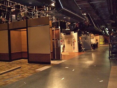 File:Big-bang-theory-behind-the-scenes-5-1-.jpg
