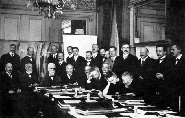 File:1911 Solvay conference.png