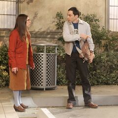 Amy helps Sheldon with his parking spot war.