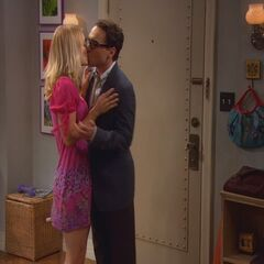 Leonard kisses Penny.