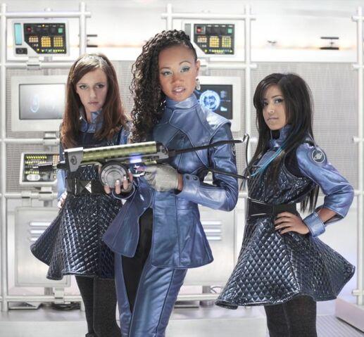 Archivo:15. Kats Crew- Shanya, Kat & Jay Jay.jpg