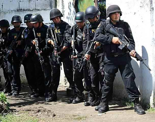 File:SWAT police team.jpg