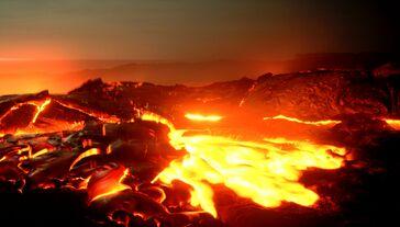 437504 ad lava raskalyonnyj pejzazh priroda 4993x2837 (www.GdeFon.ru)