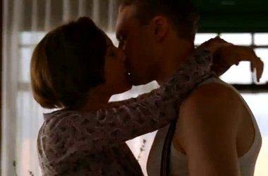 File:Angela-kisses-Jimmy.jpg