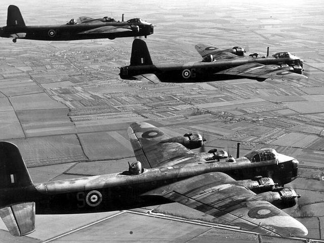 File:Short-stirling-bomber-02.png