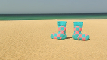 008 Squeaky Socks