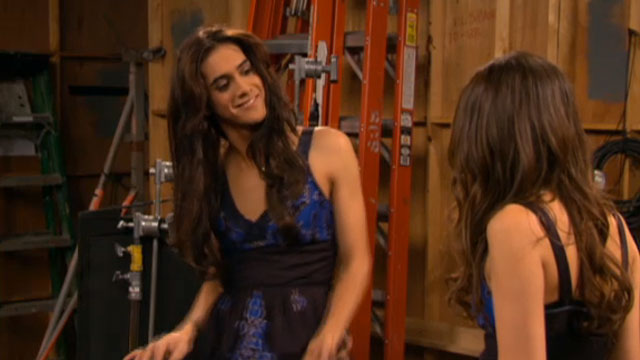 File:Victorious-201-beck-falls-for-tori-clip-2.jpg