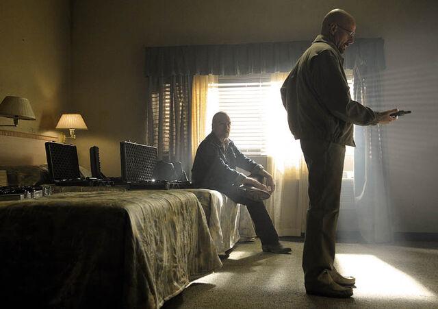 File:Episode-2-Walt-Dealer-2.jpg