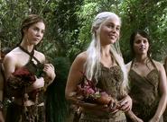 Daenerys-Targaryen-with-Doreah-and-Irri-daenerys-targaryen-24490124-480-352