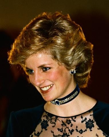 File:Sapphire and Diamond sunray earrings.jpg