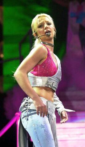 File:Britney-spears-live-concert-dvd-london-arena-11-16-00-70c39.jpg