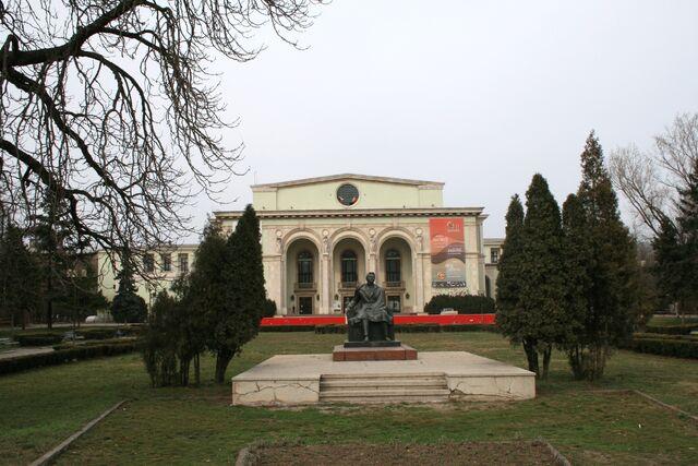 Fișier:Opera Romana1.jpg