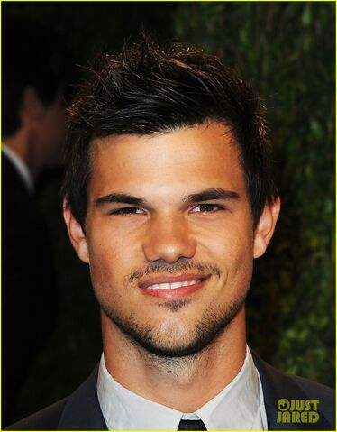 File:Taylor-lautner-vanity-fair-oscars-party-2013-04.jpg