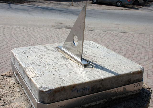 File:Sundial Taganrog.jpg