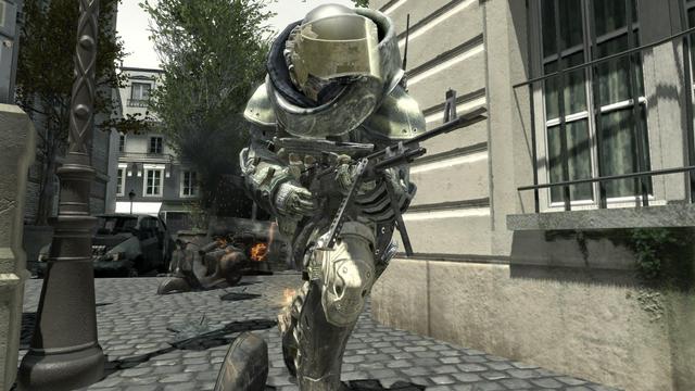 File:Juggernaut holding the M60E4 MW3.png