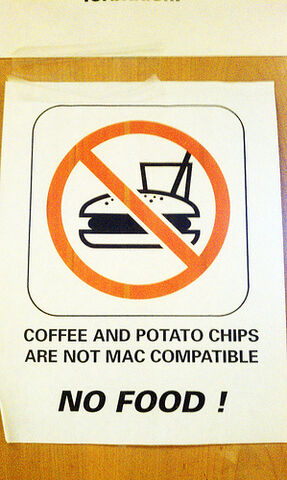 File:Coffee and potato chips are not Mac compatible.jpg