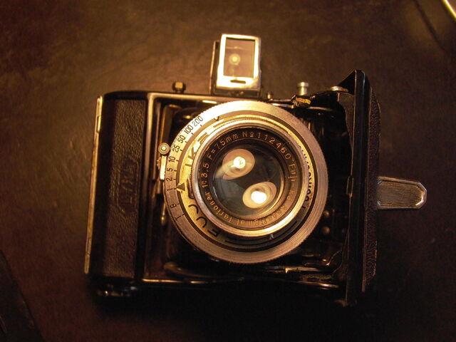 File:Z99 Semi Lyra F-R.jpg