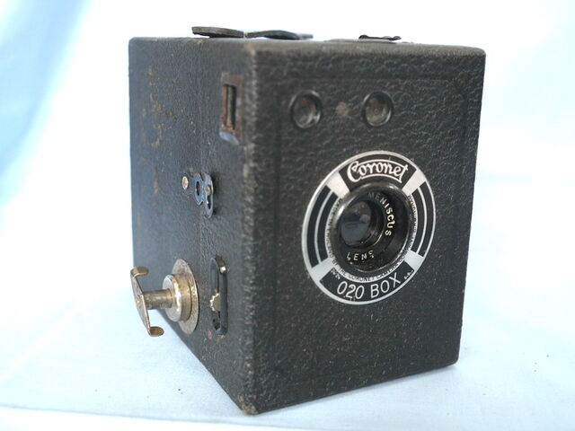 File:Coronet-020-box-vintage-camera-3.99-24480-p.jpg