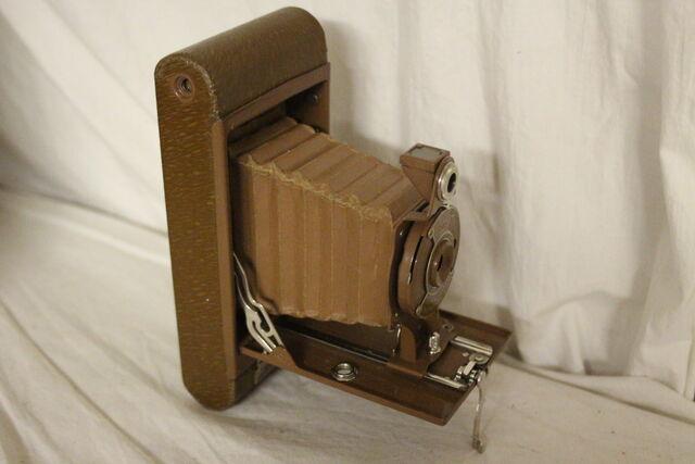 File:Vintage cameras 104.jpg