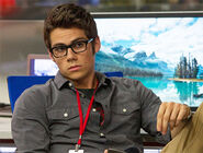 Dylan-obrien-the-internship-glasses