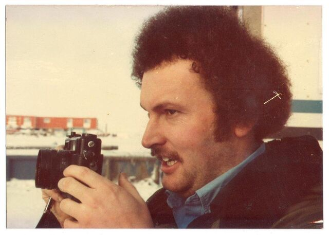 File:Man-with-a-camera-late-1970s.jpg
