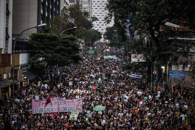 File:Sao Paulo 2017 May 6 Brazil crowd.jpg
