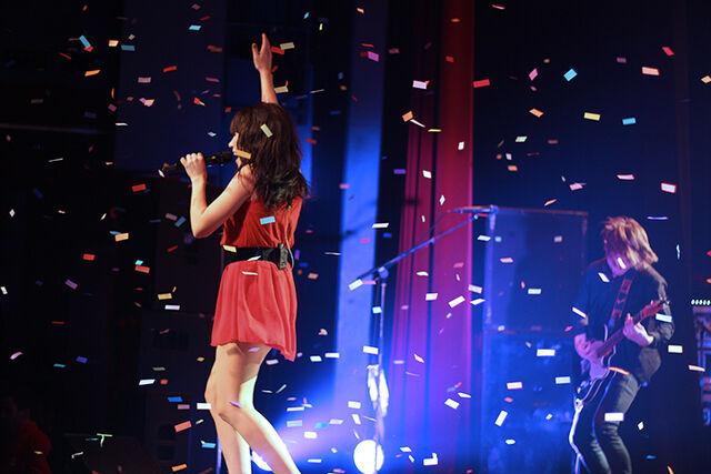 File:Carly Performing.jpg