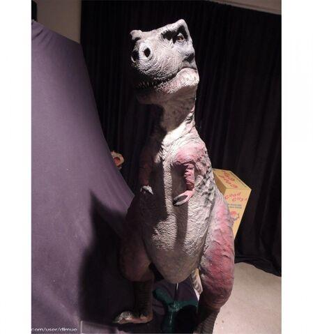 File:Carnosaur-4-T-Rex-static-puppet-John-Buechler-1.jpg