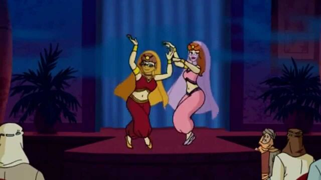 File:Scooby girls dancing for crowd.jpg