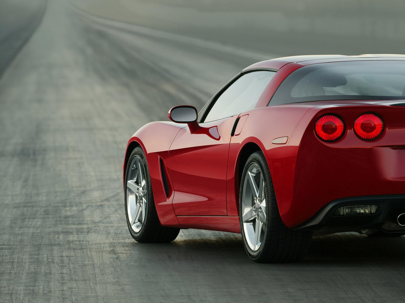 2005-Chevrolet-Corvette-C6-rear-h-1600x1200-1-