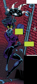 CatwomansuitGrappleClaw2