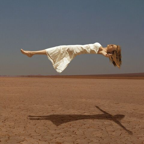 File:Heather Graham levitated by magician.jpg