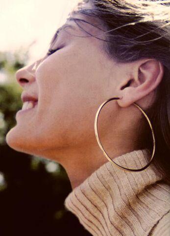 File:Woman wearing hoop earrings.jpg