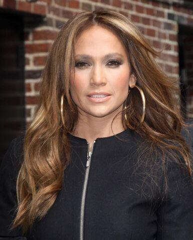 File:Jennifer Lopez hoops.jpg