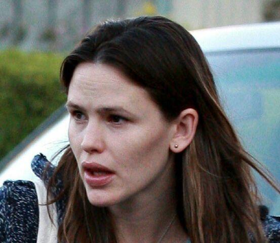 File:Jennifer Affleck pierced.jpg